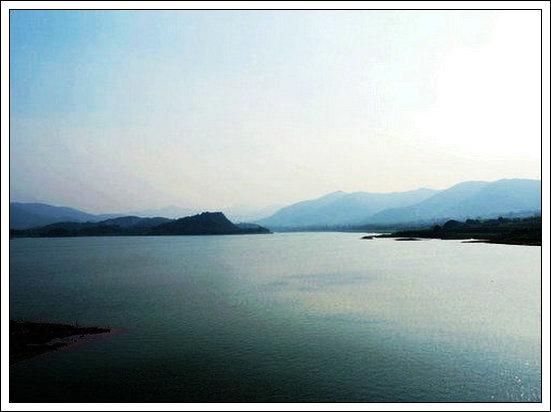 【七律】游宜兴阳羡湖